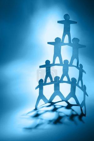 Photo pour Pyramide des équipes humaines. Ton bleu - image libre de droit