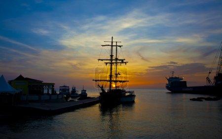 Photo pour Navire pirate - image libre de droit