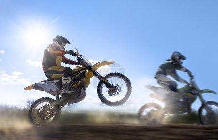 Photo pour Motocross coureur - image libre de droit
