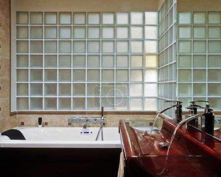 Modern bathroom with glassblock