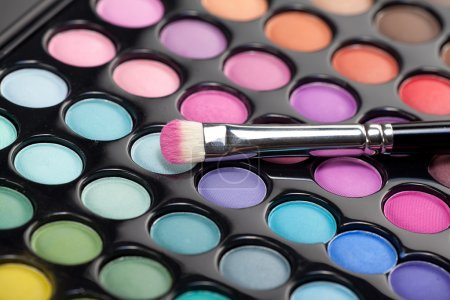 Eyeshadow kit with makeup brush