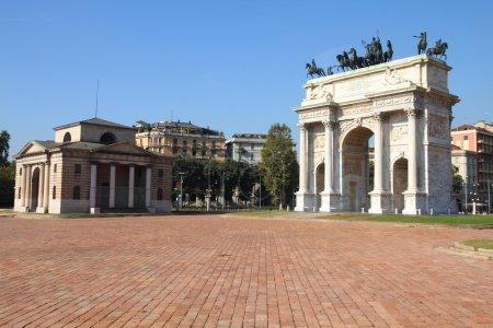 Photo pour Milan, Italie. Arco della pace (arche de la paix) dans le parc sempione. - image libre de droit