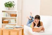 adolescent fille maison - étudiant lire livre