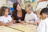 školáky a jejich učitele v hlavní třídě