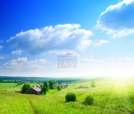 perfekter Sommertag im russischen Dorf