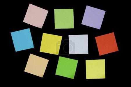 Photo pour Notes colorées. Isolé sur fond noir . - image libre de droit