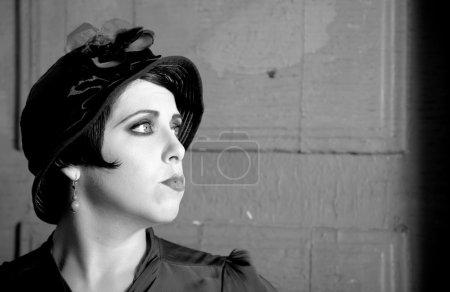 Foto de Retrato de mujer con estilo retro de moda - Imagen libre de derechos
