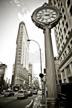 Photo pour La vue grand angle du flatiron building à new york - image libre de droit