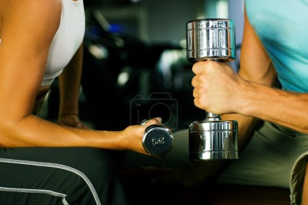 Couple in the gym, rivaling each