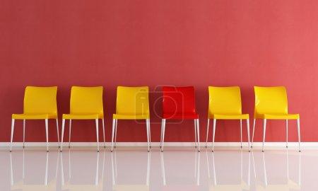 Photo pour Série de chaises en plastique contre le rendu des murs rouges - image libre de droit