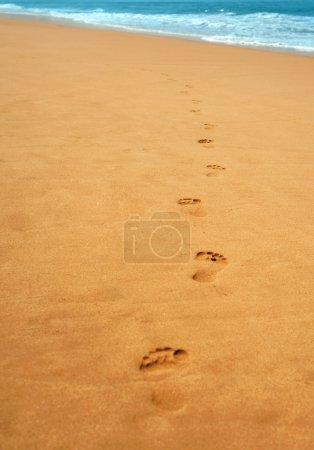 Photo pour Escabeau sur le sable de tellow - image libre de droit