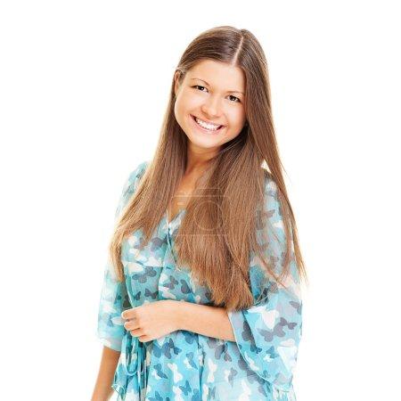 Photo pour Jeune femme vive aux cheveux longs. isolé sur blanc - image libre de droit