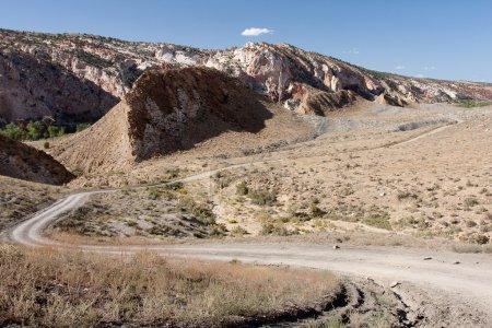 Photo pour Cottonwood Road in Grand Staircase-Escalante National Monument est un paysage spectaculaire, multicolore qui est riche en histoire naturelle et humaine. Le représentant du Monument - image libre de droit