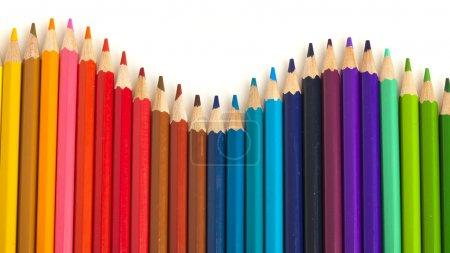 Photo pour Extreme closeup de vague de crayons de couleur sur fond blanc - image libre de droit