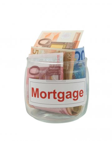 Photo pour Photo conceptuelle d'une hypothèque. billets en euros dans un bocal de verre isolé sur blanc. - image libre de droit
