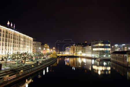 Photo pour Suisse Genève par nuit - image libre de droit