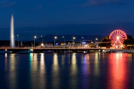 Photo pour Skyline de Genève par nuit - image libre de droit
