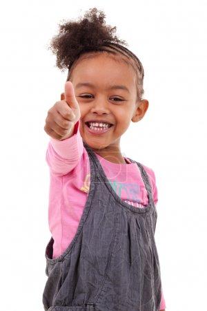 Foto de Linda niña negra inventando los pulgares - Imagen libre de derechos