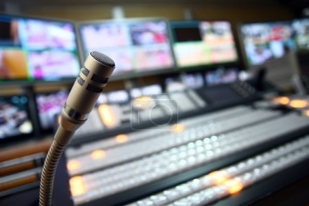 Photo pour Microphone studio TV - image libre de droit