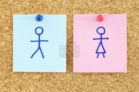 Photo pour Papier bleu et rose dans un carton-liège - image libre de droit